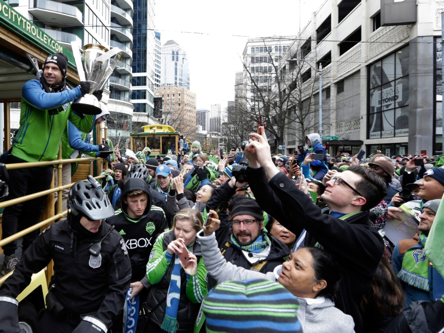 mls-cup-trophy-parade-seattle